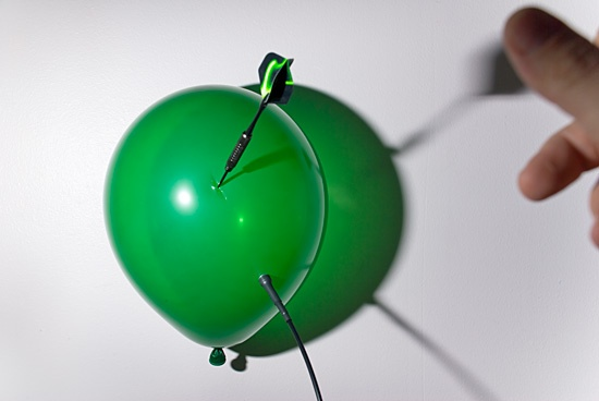 High Speed Photograpy Gallery - Popping balloons with a dart