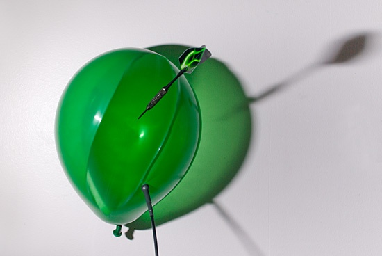 High Speed Photograpy Gallery - Popping balloons with a dart 2
