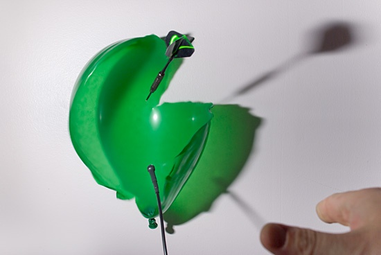 High Speed Photograpy Gallery - Popping balloons with a dart 3